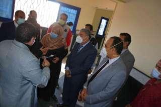 محافظ المنيا يتابع سير العمل بفرع الهيئة القومية للتأمين الاجتماعي
