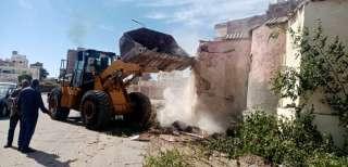 إزالة مبنى مخالف يعيقإستكمال أعمال الرصفبالغردقة